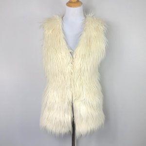 Black Rivet Ivory Oversized Faux Fur Vest